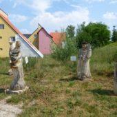 Drevené sochy pri Jaskyni Domica, Slovenský Kras Narodný Park, Slovensko