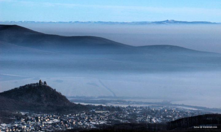 Výhľad z Bradla na Slanec, vlny Bogoty, Východné Karpaty a sopku Vihorlat, Košický kraj, Slovensko