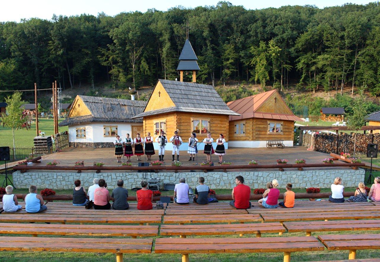 Folklórne vystúpenie, Rekreačný areál Lysá hora, Kam na výlet Východné Slovensko 2Bio kúpalisko, Rekreačný areál Lysá hora, Kam na výlet Východné Slovensko