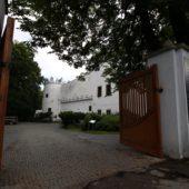Kaštieľ Strážky - vchod od hlavnej cesty, Kam na výlet Východné Slovensko