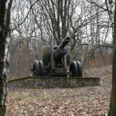 Pamätník Oslobodenia a prírodné múzeum zbraní v obci Skároš, Košice, Slovensko - 1