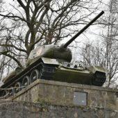 Pamätník Oslobodenia a prírodné múzeum zbraní v obci Skároš, Košice, Slovensko - 3