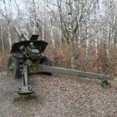 Pamätník Oslobodenia a prírodné múzeum zbraní v obci Skároš, Košice, Slovensko - 4