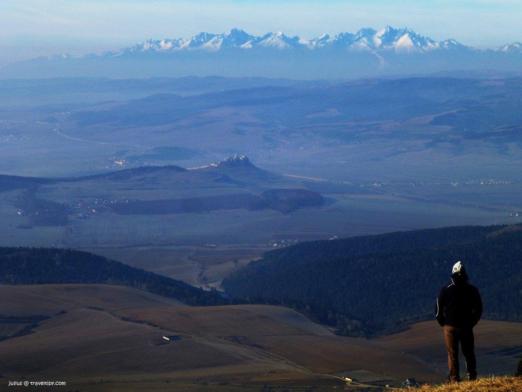 Sľubica (1129,4m), Pohorie Branisko – V pozadí Spišský hrad a Tatry, Východné Slovensko