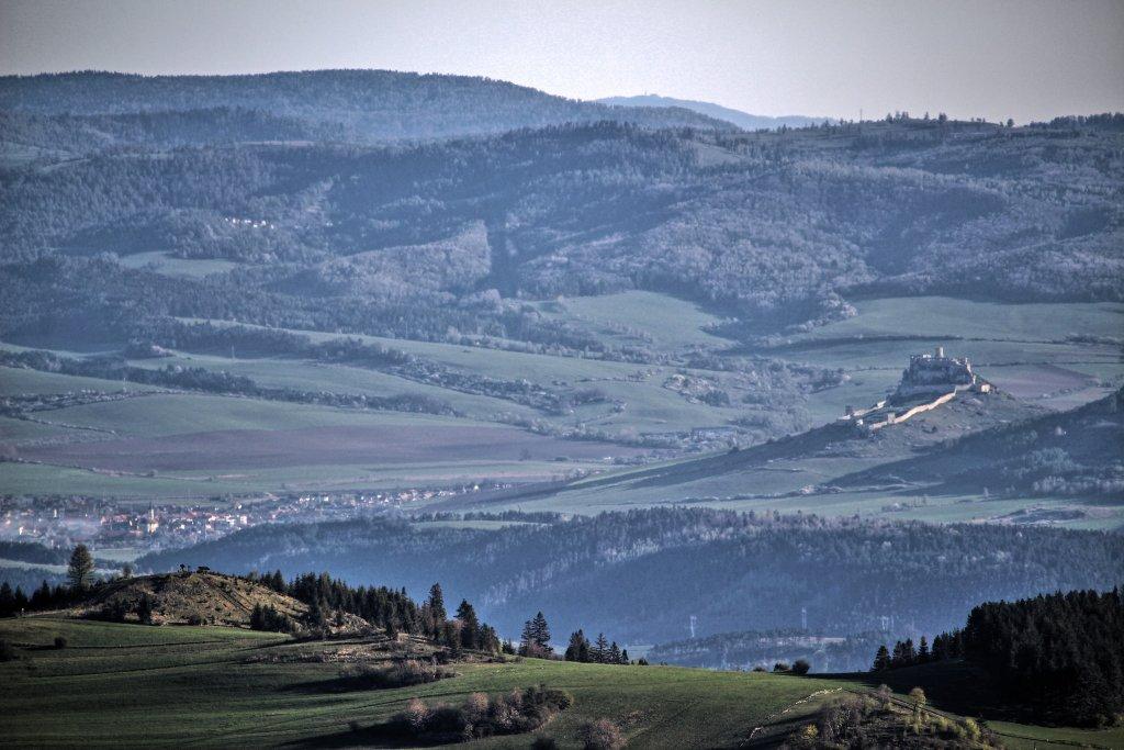Spišský hrad a Spišské Podhradie z vrchu Bukovec 1127m, Východné Slovensko