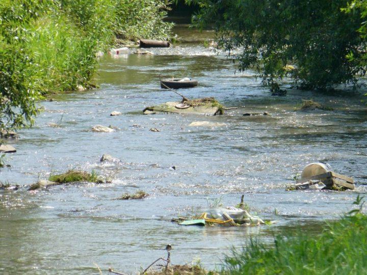 Odpad v rieke Bodva, Jasov, Košický kraj, Slovensko