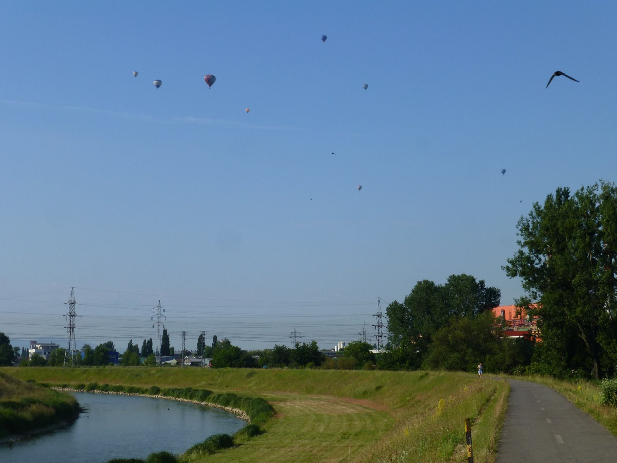 Nábrežie Hornádu – cyklochodník počas Balónovej fiesty, Košice