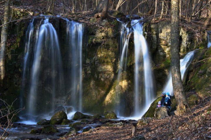 Hájske vodopády, Záporné ióny