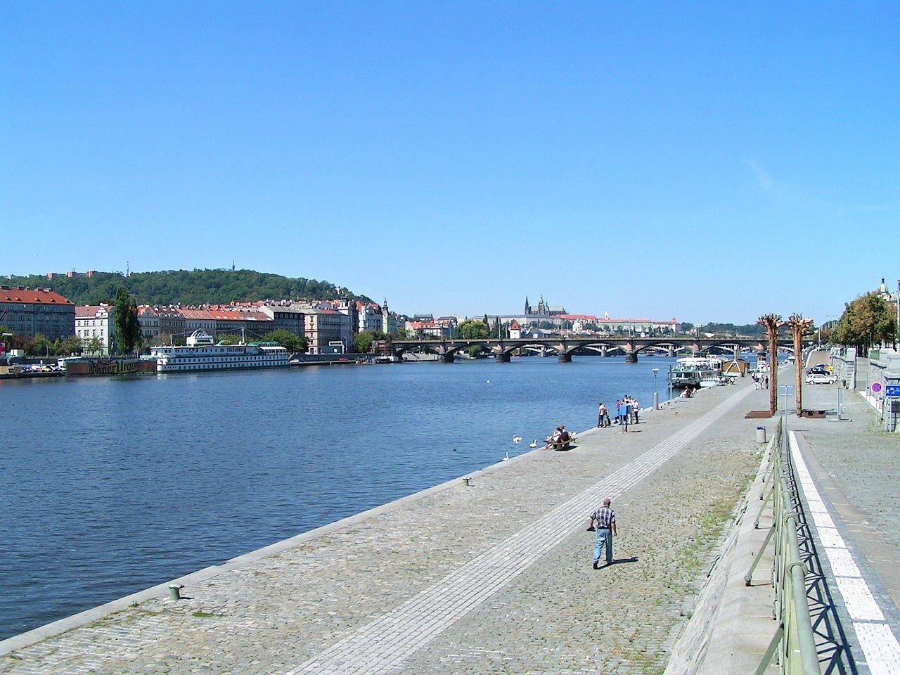 Rašínovo nábřeží, Praha