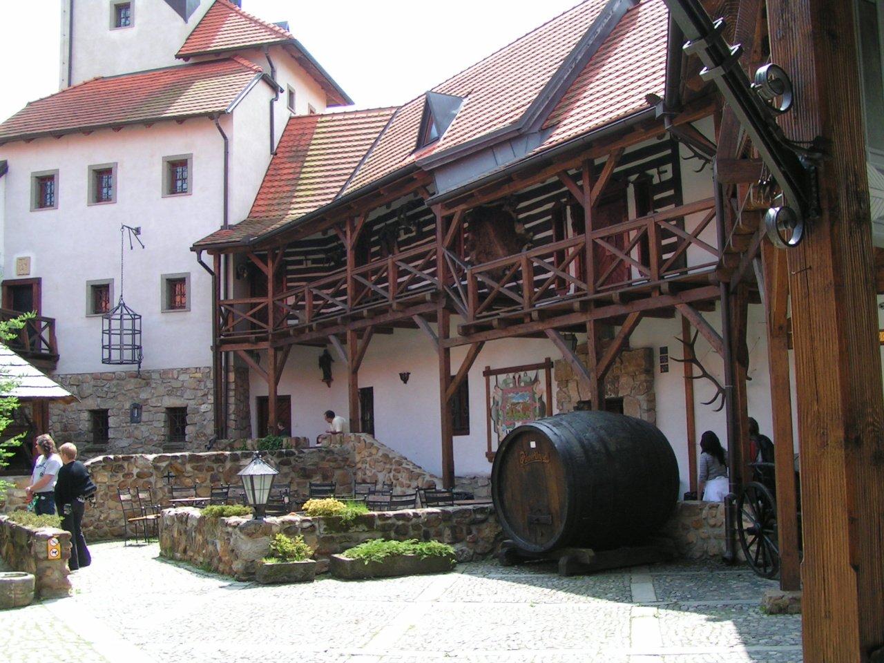Hrad Červený Újezd, České hrady a zámky 4