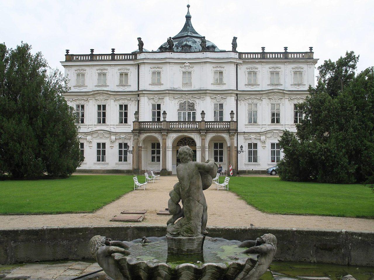 Štátny zámok Ploskovice, Česko